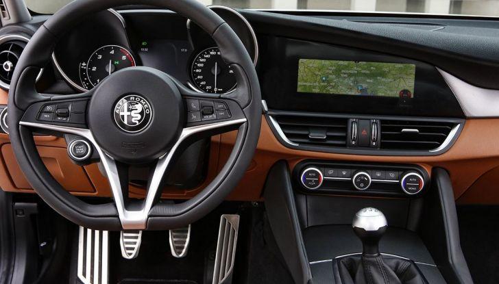 Alfa Romeo Giulia vince tutti i premi ma non vende - Foto 19 di 35