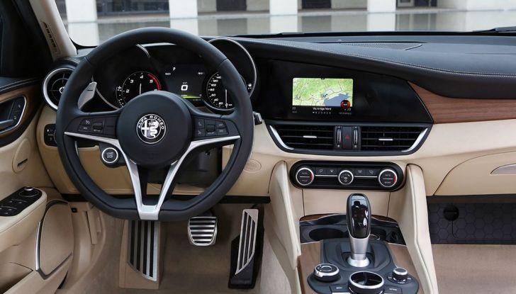 Alfa Romeo Giulia vince tutti i premi ma non vende - Foto 15 di 35