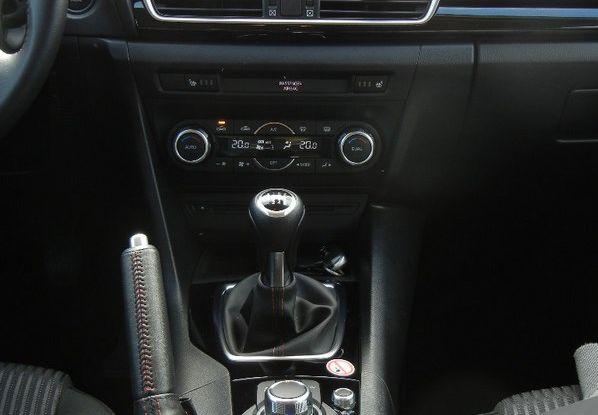 nuova mazda 3 test drive interni