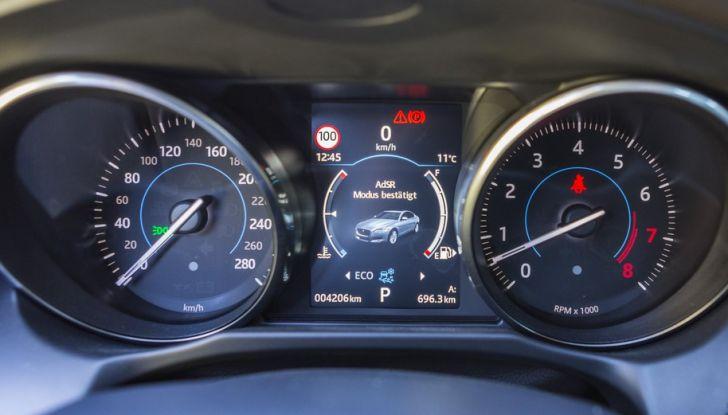 Nuova Jaguar XF 2017: Diesel da 2,0 litri Ingenium da 180 CV con AWD - Foto 15 di 18