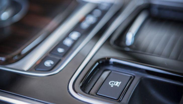 Nuova Jaguar XF 2017: Diesel da 2,0 litri Ingenium da 180 CV con AWD - Foto 18 di 18
