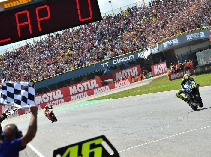 Risultati Assen 2016, MotoGP: FP1 ed FP2 a Iannone, Rossi secondo – Orari TV - Foto 23 di 29
