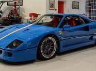 Ferrari F40: un esemplare blu con striscia tricolore in vendita su Ebay