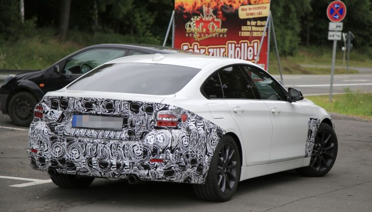 BMW Serie 4 GranCoupe facelift, le prime immagini spia senza camuffature (5)