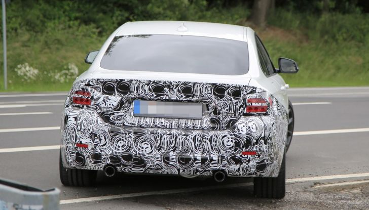 BMW Serie 4 GranCoupe facelift, le prime immagini spia senza camuffature (6)