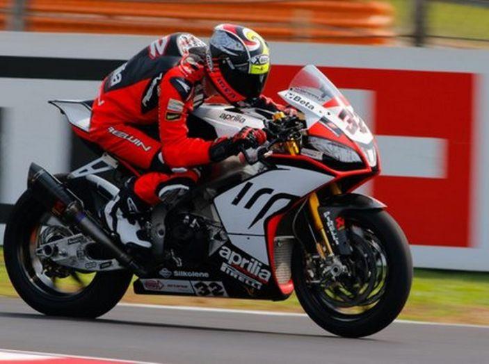 WorldSBK: il Team Aprilia Ioda Racing e il team Pata Yamaha al lavoro a Misano. - Foto 3 di 7