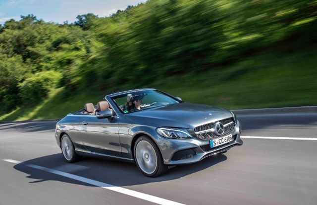Nuova Mercedes Classe C Cabrio: prova su strada, motori, allestimenti e prezzi - Foto 1 di 11