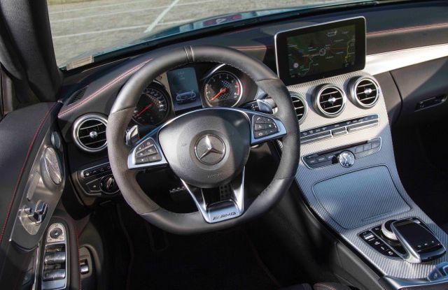 Nuova Mercedes Classe C Cabrio: prova su strada, motori, allestimenti e prezzi - Foto 10 di 11