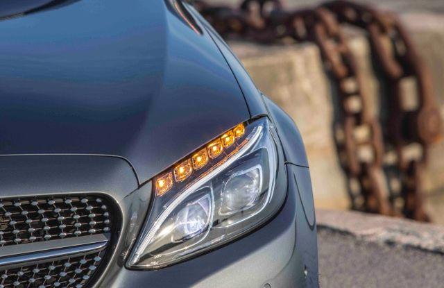 Nuova Mercedes Classe C Cabrio: prova su strada, motori, allestimenti e prezzi - Foto 2 di 11