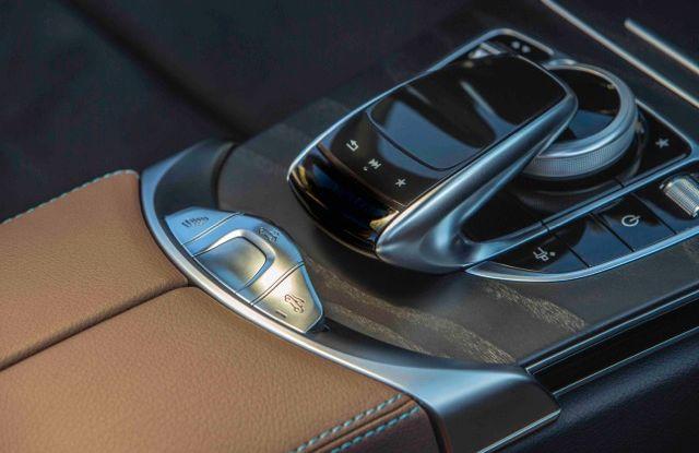 Nuova Mercedes Classe C Cabrio: prova su strada, motori, allestimenti e prezzi - Foto 3 di 11