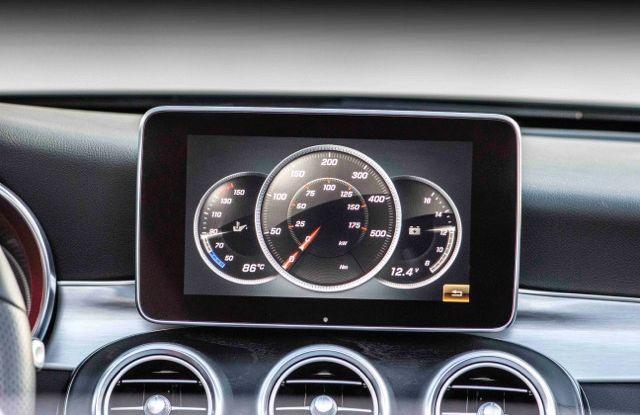 Nuova Mercedes Classe C Cabrio: prova su strada, motori, allestimenti e prezzi - Foto 5 di 11