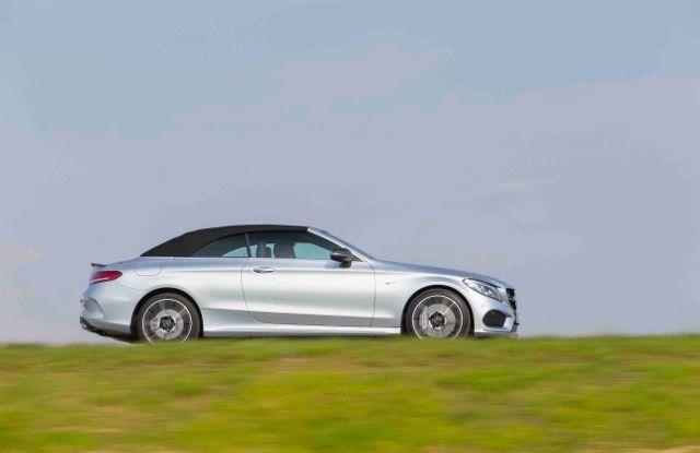 Nuova Mercedes Classe C Cabrio: prova su strada, motori, allestimenti e prezzi - Foto 6 di 11