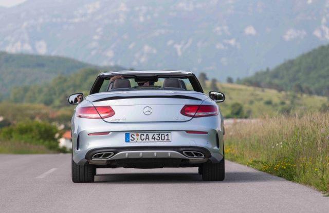 Nuova Mercedes Classe C Cabrio: prova su strada, motori, allestimenti e prezzi - Foto 7 di 11