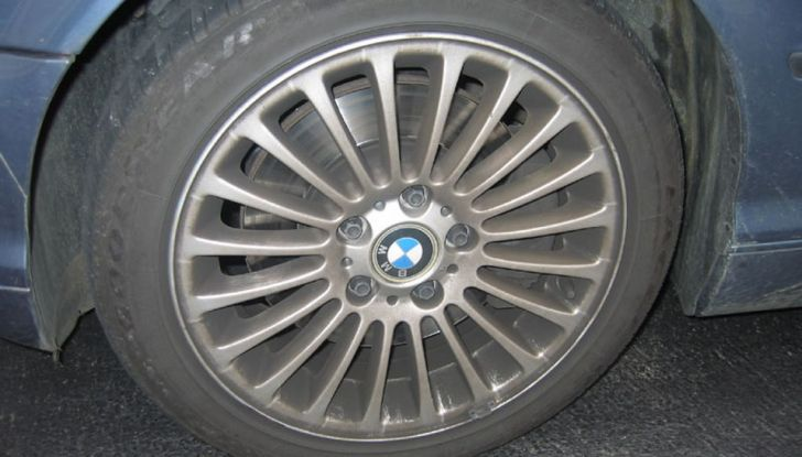 Come pulire i cerchi in lega dell'auto in poche e semplici mosse - Foto 4 di 6
