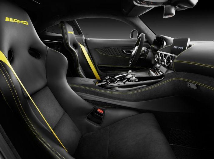 Nuova Mercedes AMG GT R: il V8 da 585CV e 700Nm - Foto 9 di 39