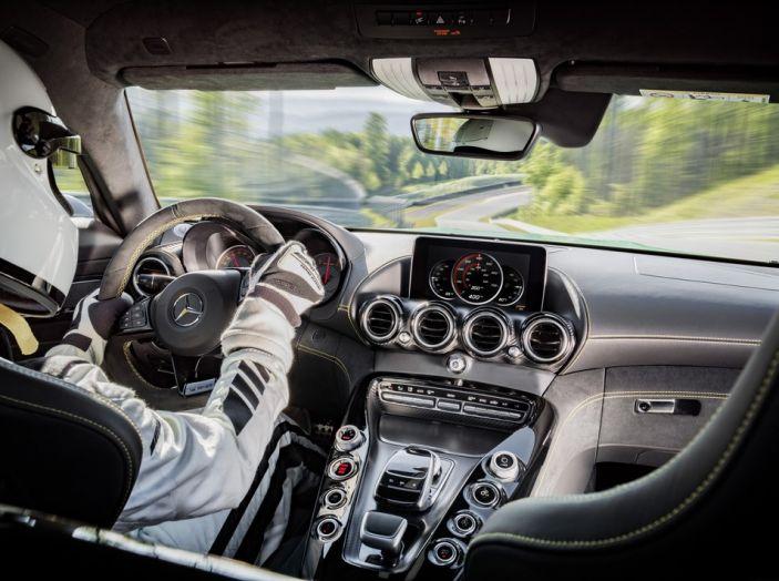 Nuova Mercedes AMG GT R: il V8 da 585CV e 700Nm - Foto 3 di 39