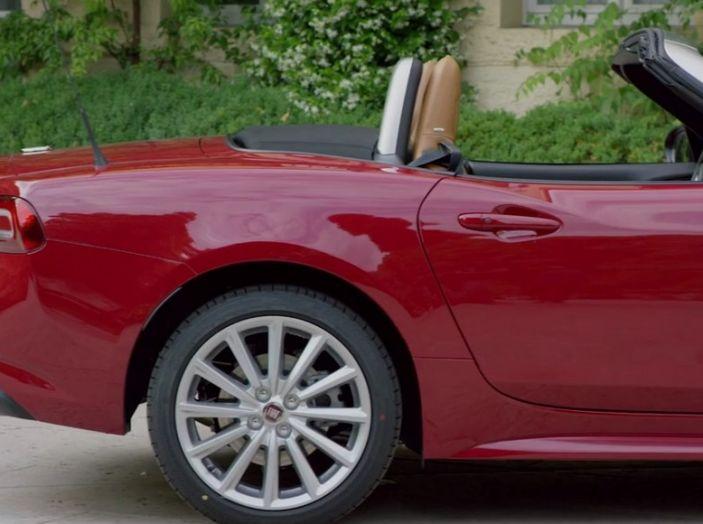 Fiat 124 Spider, profilo laterale posteriore.