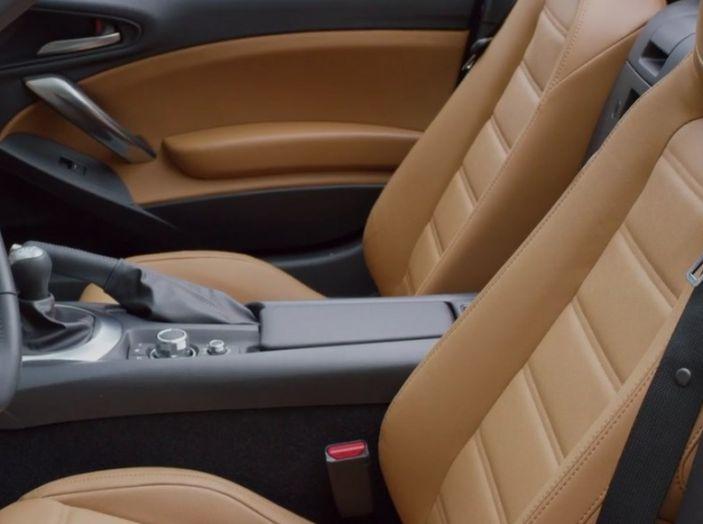 Fiat 124 Spider interno abitacolo.