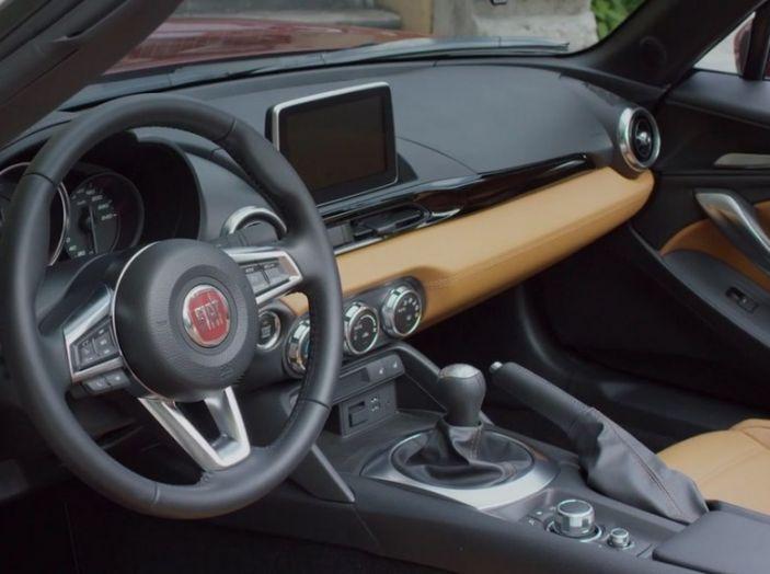 Fiat 124 Spider, interno.