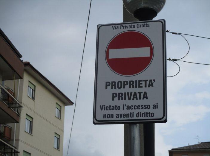 Codice della Strada: multe anche su strade private se aperte al traffico - Foto 1 di 8