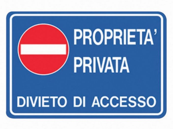 Codice della strada multe anche su strade private se for Diritto di passaggio su strada privata