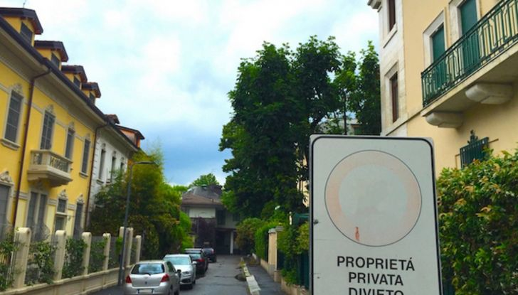 Nuovo codice della strada: smartphone e fumo in auto nel mirino - Foto 5 di 8