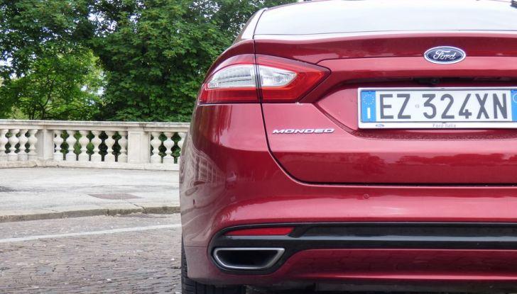 Nuova Ford Mondeo Titanium 2.0 TDCi 180 CV prova su strada e prezzi, posteriore.