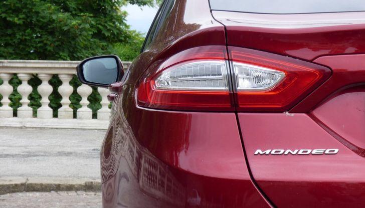 Nuova Ford Mondeo Titanium 2.0 TDCi 180 CV prova su strada e prezzi, fanale.