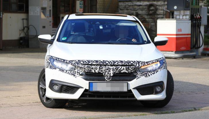 Nuova Honda Civic Sedan, foto spia, anteriore.