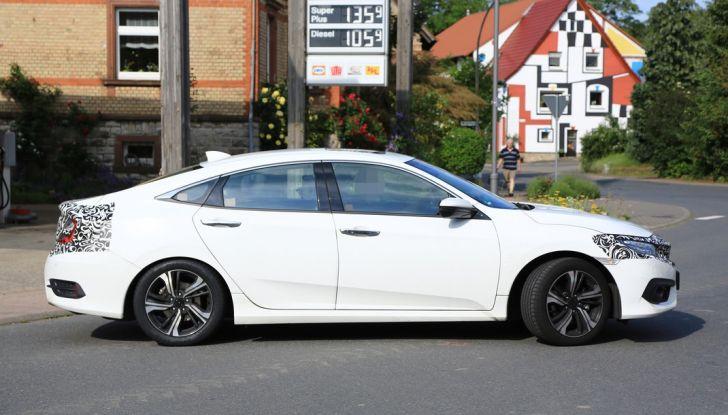 Honda Sedan Civic, foto spia fiancata.
