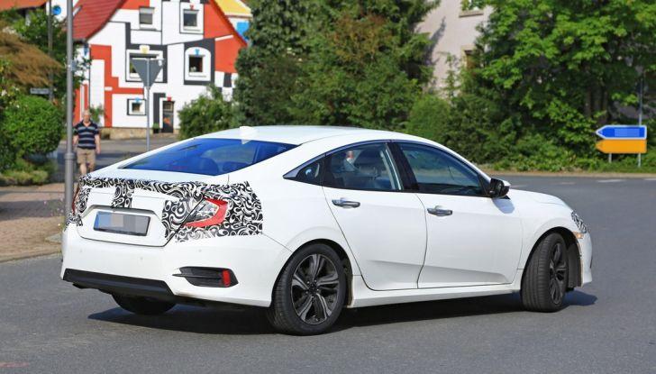 Nuova Honda Civic Sedan, foto spia, posteriore laterale.