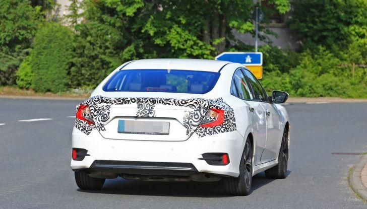Nuova Honda Civic Sedan, foto spia.