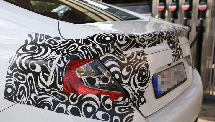 Nuova Honda Civic Sedan, foto spia, profilo posteriore