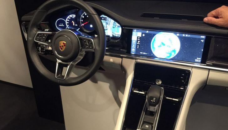 Nuova Porsche Panamera dettagli interni