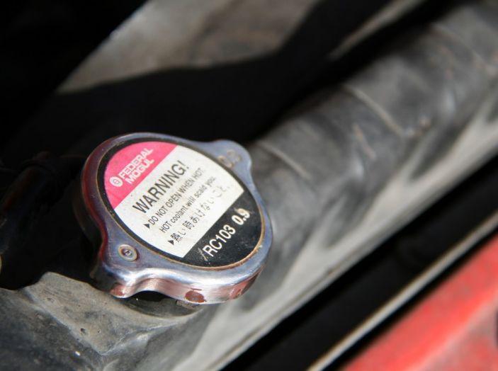 Come evitare che il motore dell'auto si surriscaldi: manutenzione del radiatore - Foto 2 di 7