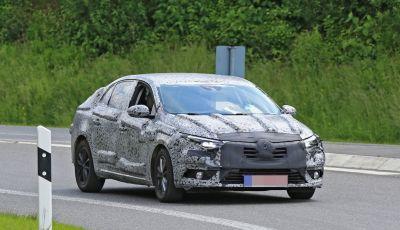 Renault Megane Sedan 2017: le foto spia del prototipo