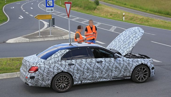 Mercedes AMG E63: le foto spia del guasto - Foto 1 di 12