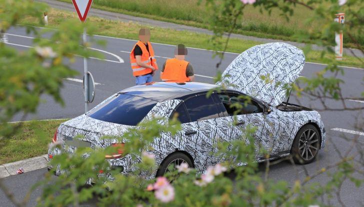 Mercedes AMG E63: le foto spia del guasto - Foto 2 di 12