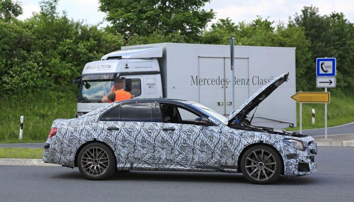 Mercedes AMG E63: le foto spia del guasto - Foto 4 di 12