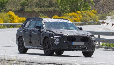 Volvo V90 Cross Country nuove foto spia e dettagli