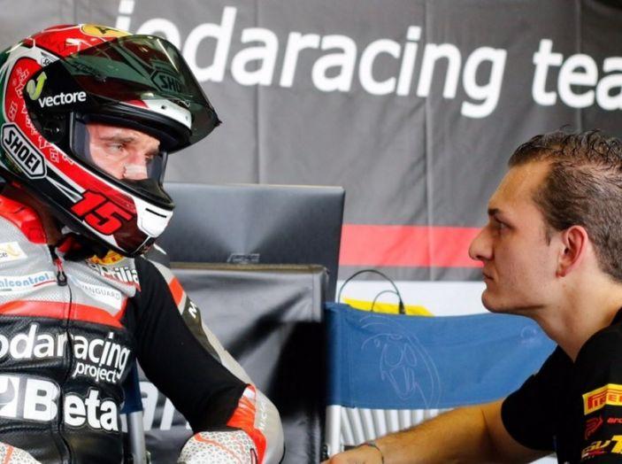WorldSBK: il Team Aprilia Ioda Racing e il team Pata Yamaha al lavoro a Misano. - Foto 4 di 7