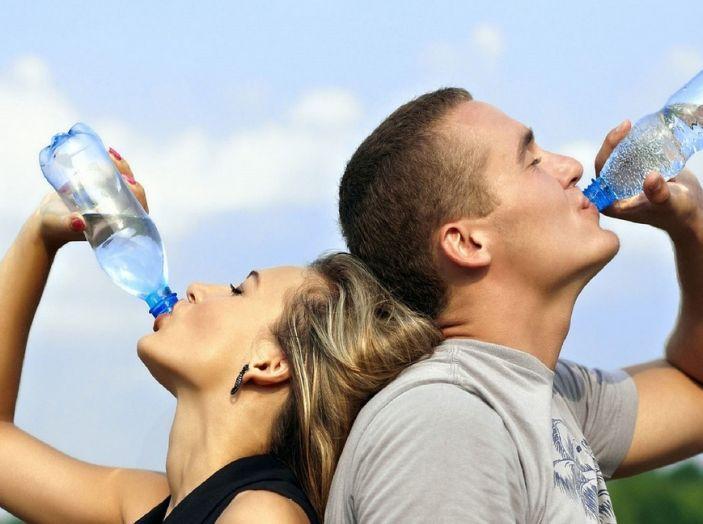 prevenire colpo sonno bere molta acqua