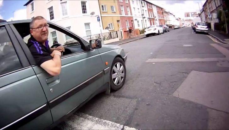 Parcheggiare troppo vicino a un'auto può essere reato di violenza privata - Foto 5 di 8