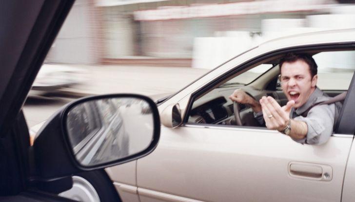 Parcheggiare troppo vicino a un'auto può essere reato di violenza privata - Foto 2 di 8