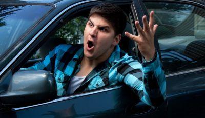 Parcheggiare troppo vicino a un'auto può essere reato di violenza privata