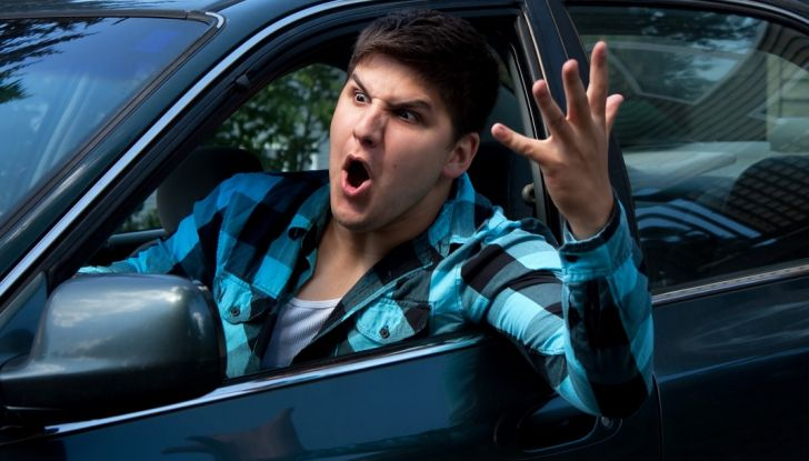 Parcheggiare troppo vicino a un'auto può essere reato di violenza privata - Foto 7 di 8