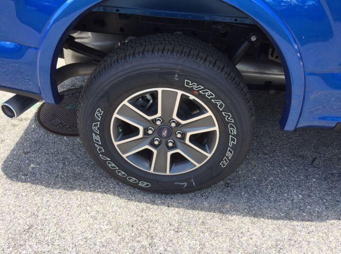 Test Drive Ford F-150 negli USA: il pick-up americano provato su strada - Foto 9 di 17