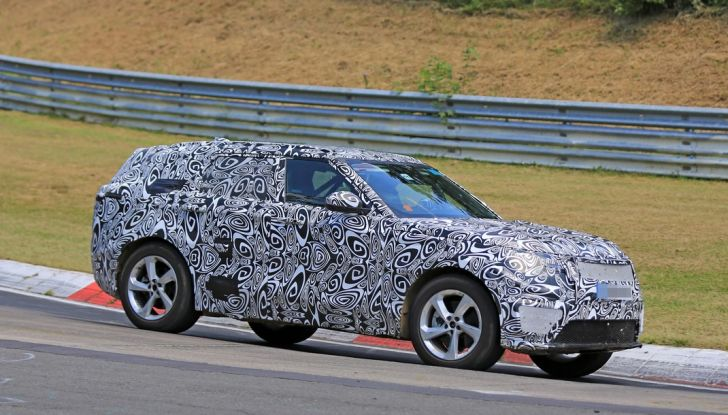 Nuova Land Rover Range Sport Coupe, prime foto spia dal Nurburgring - Foto 1 di 15