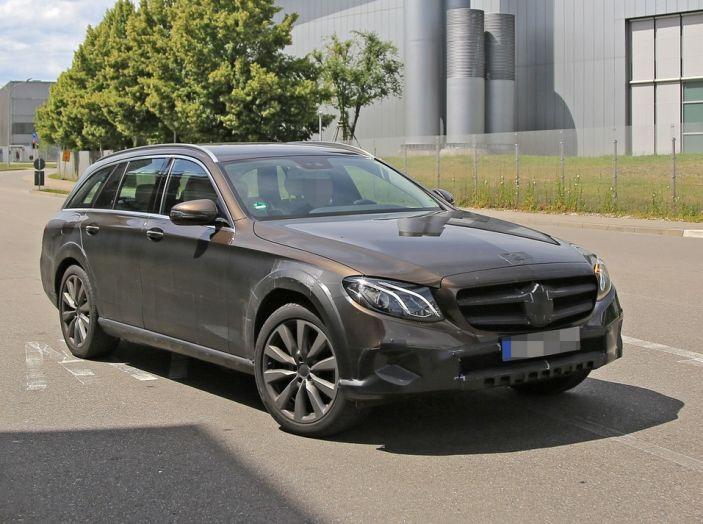 Mercedes benz classe e all terrain le prime foto spia for Prime mercedes benz of westwood
