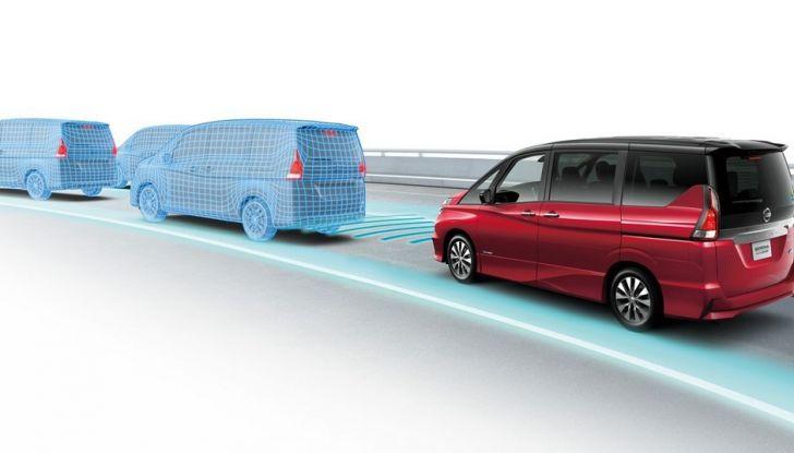 Nuova Nissan Serena, ora con ProPILOT per la guida autonoma - Foto 1 di 10